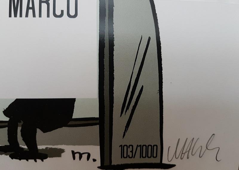 Tschutti-Ersatzbank signiert